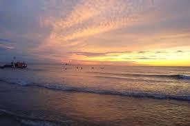 cảnh biển sáng sớm đẹp thơ mộng.