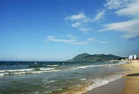 Bãi biển đẹp và trong xanh ở Cát Bà