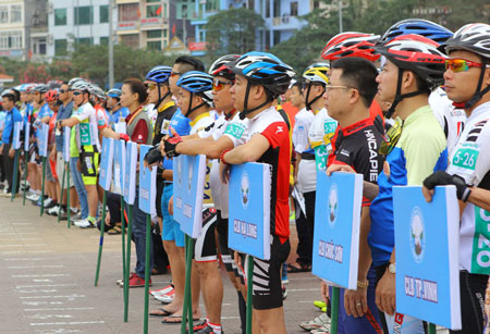 Giải đua xe đạp trên đảo Cát Bà thú vị độc đáo