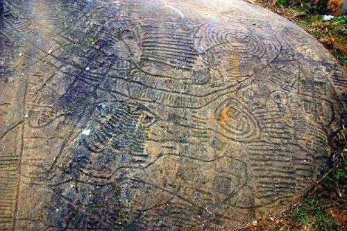 Những hình tượng bí ẩn trên những tảng đá của Bãi đá cổ