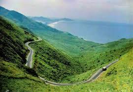Đèo Hải Vân nối liền Huế và Đà Nẵng