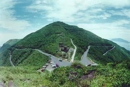 Đỉnh đèo Hải Vân - Nơi du khách có thể bao quát toàn bộ khung cảnh thiên nhiên thơ mộng