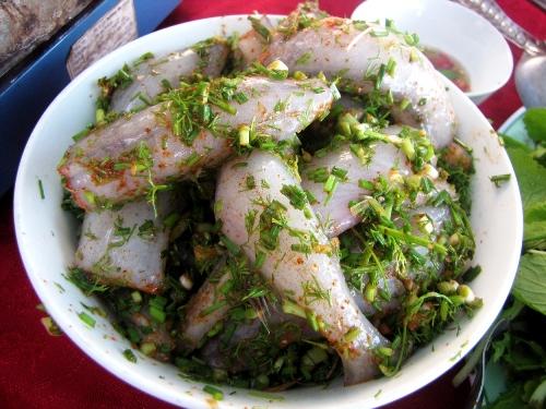 Những con cá khoai tươi, dày thịt làm cho món ăn thêm vị ngọt, đậm đà và ngon hơn