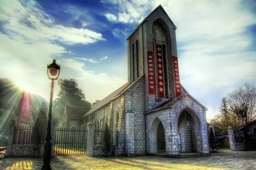 Tìm hiểu về nhà thờ cổ giữa phố núi Sapa
