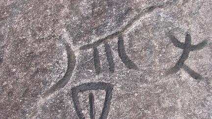 Hình vẽ bí ẩn trên vách đá ở Đồng Văn