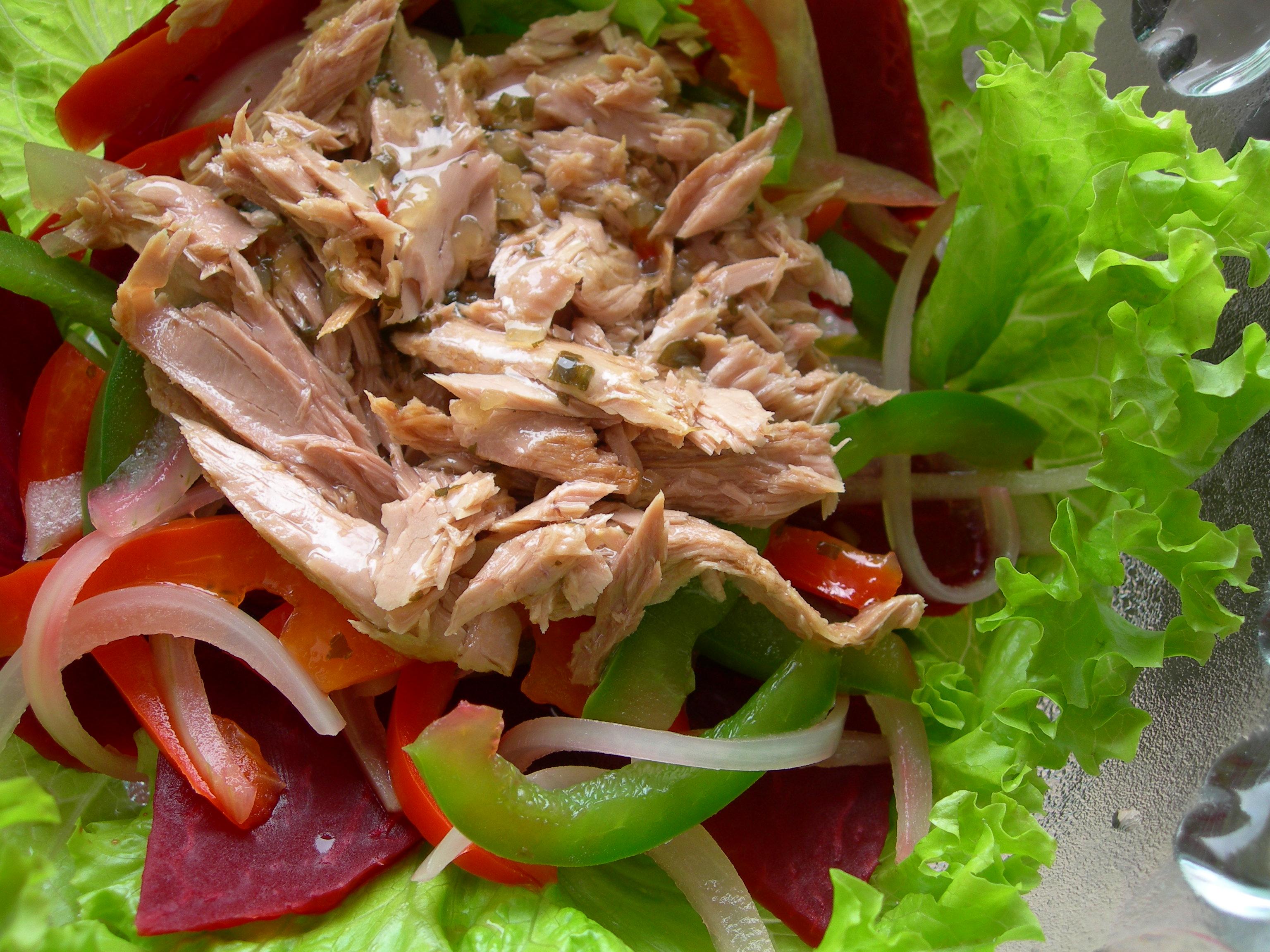 Công thức làm món salad cá ngừ