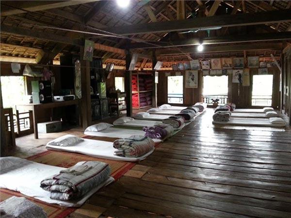 Đồ đạc được sắp xếp gọn gàng để phục vụ khách du lịch