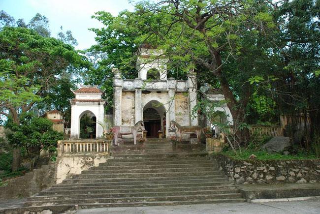 Đền thờ Thái úy Tô Hiến Thành đầy trang nghiêm