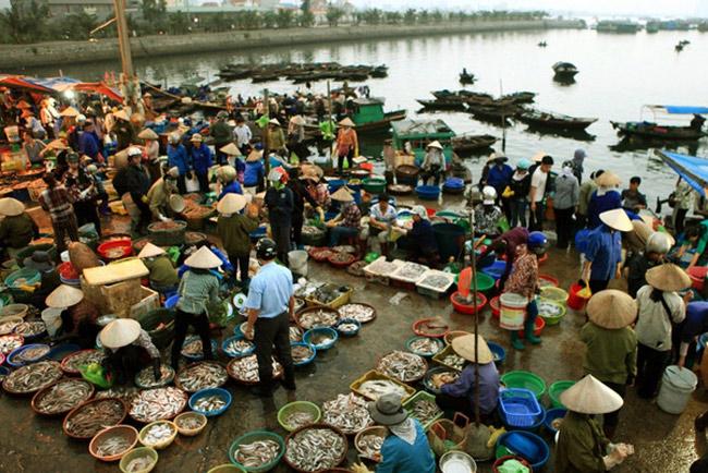 Chợ hải sản Quan Lạn