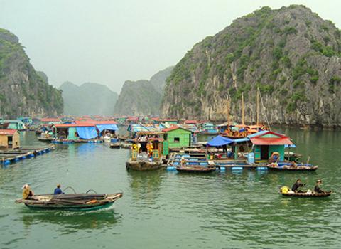Quang cảnh làng chài Ba Hang