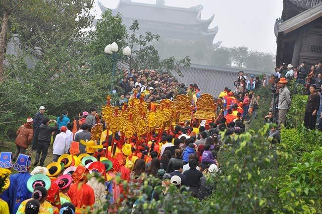 Lễ rước kiệu chùa Bái Đính