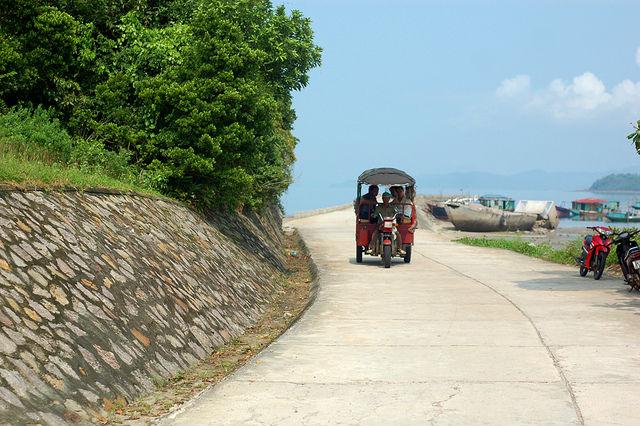 Tuk Tuk trên đảo