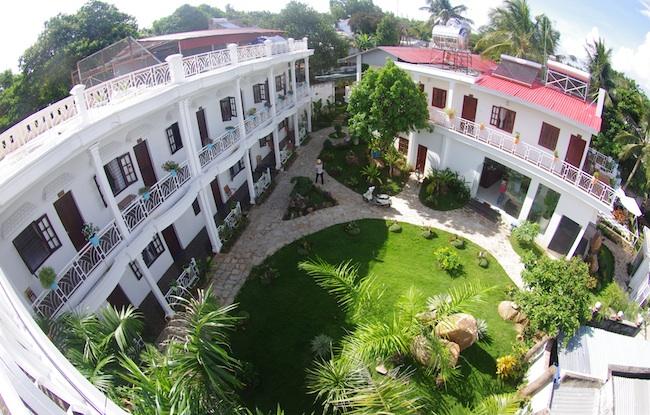 Khuôn viên khách sạn La Vita Phú Quốc