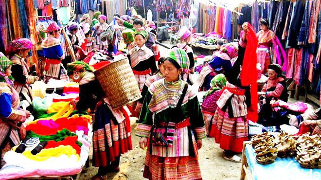 Khung cảnh phiên chợ ở Sapa