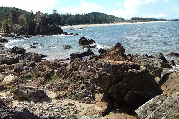 Bãi đá Nhảy Quảng Bình